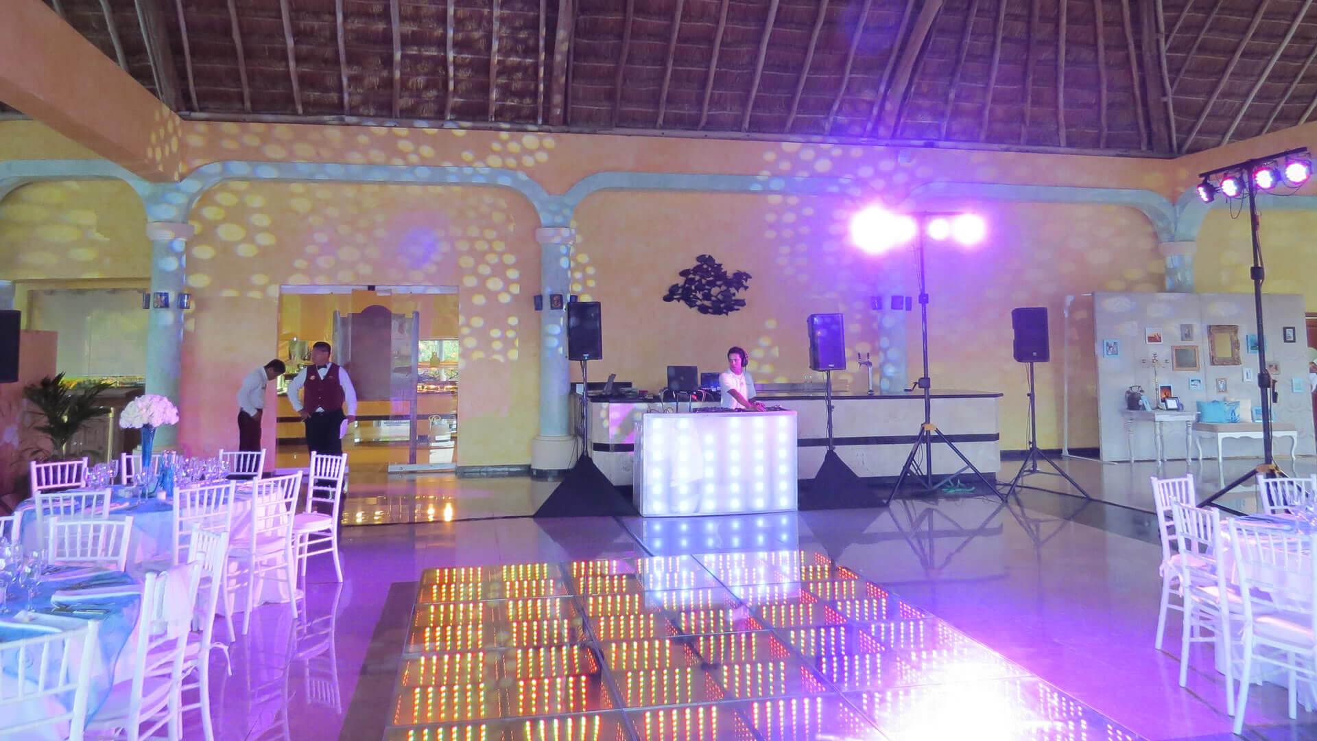 Uno Audio Visual - Wedding DJs in the Riviera Maya